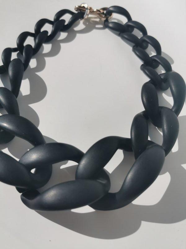 collar negro